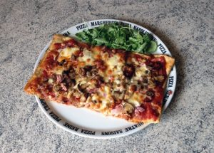 Recette de Pizza jambon, chorizo, champignons, fromage, tomate