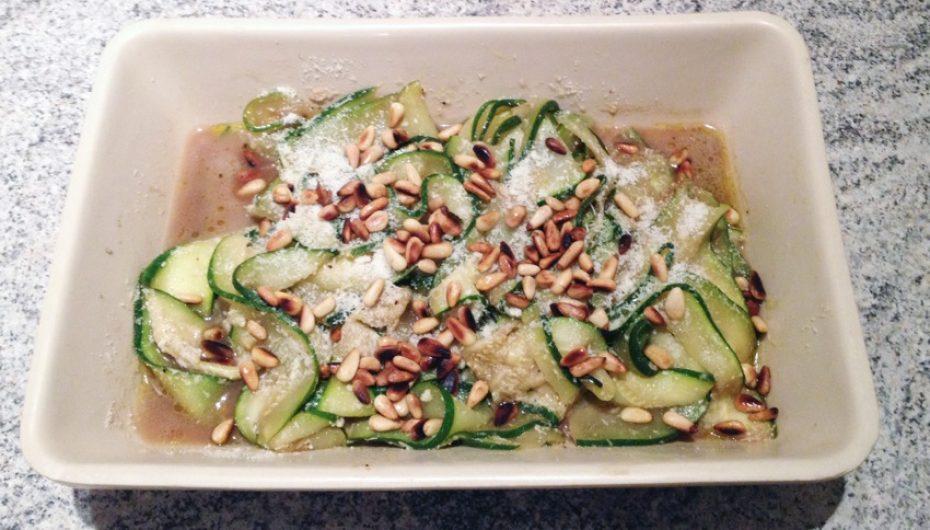 Salade de courgettes au parmesan et pignons de pin