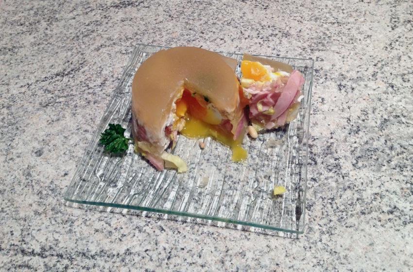 Recette d'Oeufs pochés en gelée, endives, jambon et pignons de pin