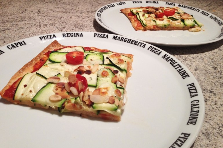 Pizza courgettes, amandes, mozzarella