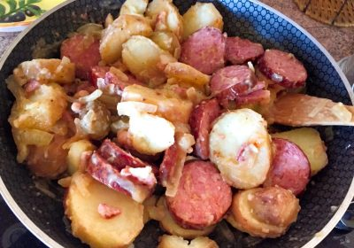 aucisse morteau pommes de terre 1 400x280 - Poêlée de saucisse de Morteau et pommes de terres