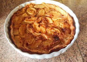 clafoutis aux pommes 1 300x215 - Clafoutis aux pommes et au beurre salé