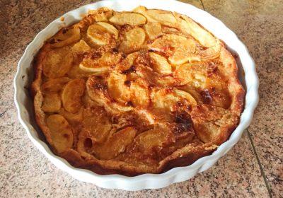 clafoutis aux pommes 1 400x280 - Clafoutis aux pommes et au beurre salé