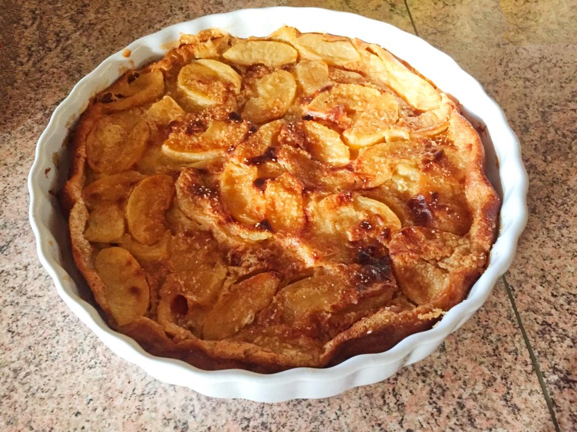 clafoutis aux pommes 1 - Clafoutis aux pommes et au beurre salé