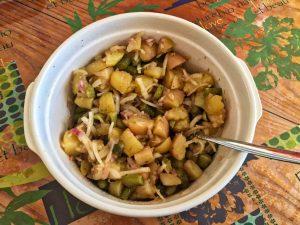 salade pommes de terre oignons cornichons 1 300x225 - salade-pommes-de-terre-oignons-cornichons-1