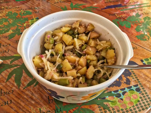 salade pommes de terre oignons cornichons 2 620x465 - Dossier : Barbecue & Salades !