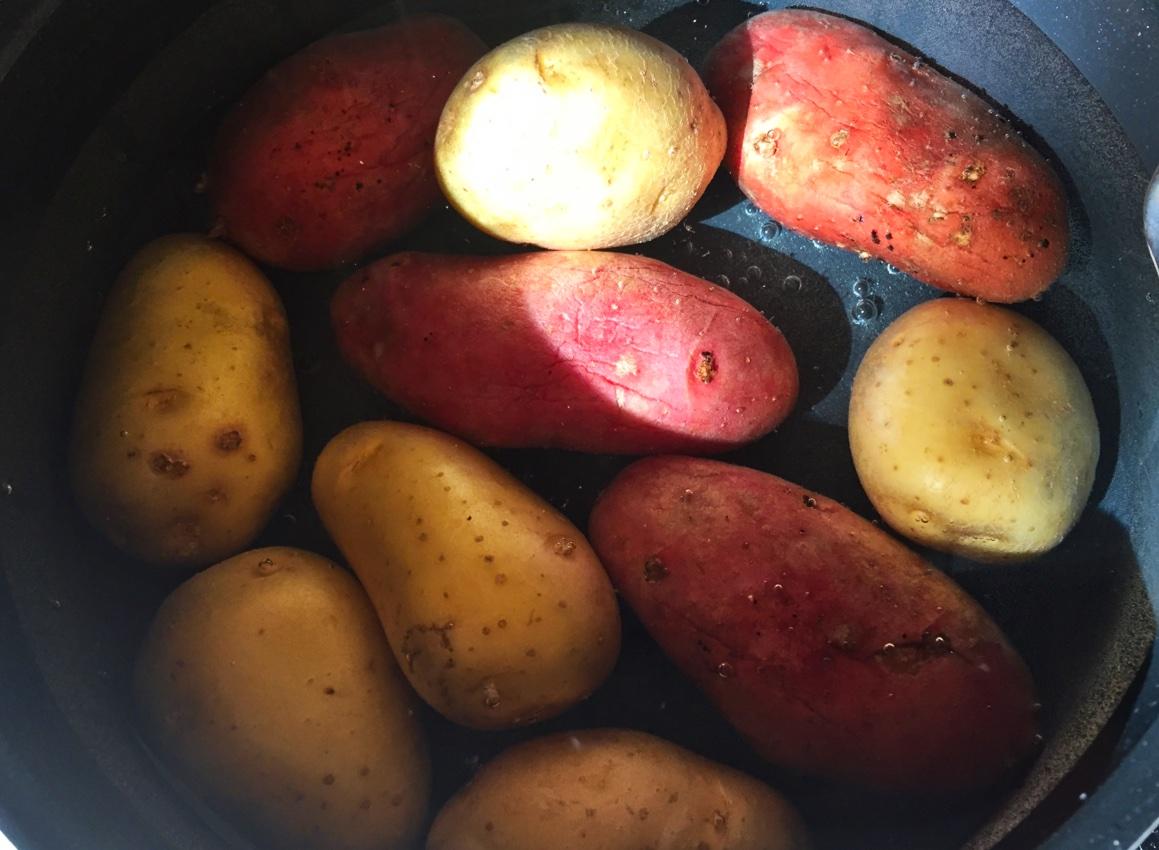 recette de salade de pommes de terre oignons et cornichons cuisine blog. Black Bedroom Furniture Sets. Home Design Ideas