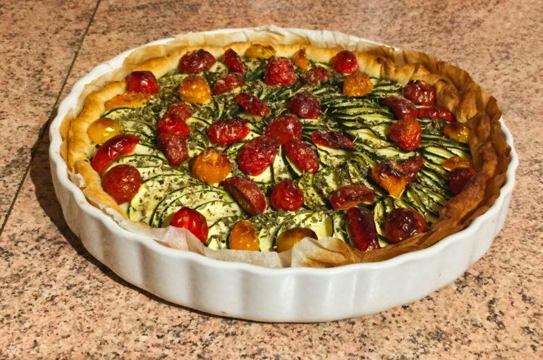 Tarte aux courgettes, tomates, lardons et mousse de chèvre