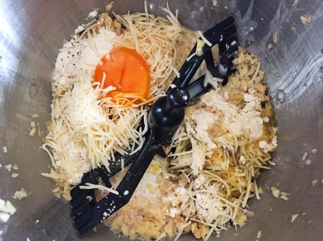 gaufres pommes de terre prepa 3 - Gaufres aux pommes de terre (Recette Companion)