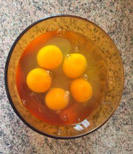 omelette courgette poivron prepa 2 259x300 - omelette-courgette-poivron-prepa-2