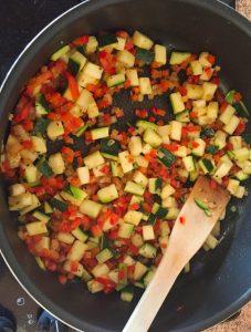 omelette courgette poivron prepa 3 227x300 - omelette-courgette-poivron-prepa-3