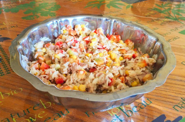 Salade de riz au thon, maïs et poivron