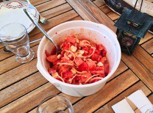 salade tomates oignons feta 1 300x223 - salade-tomates-oignons-feta-1