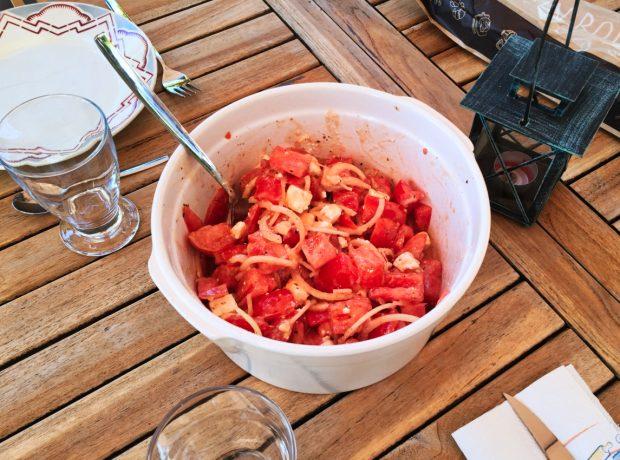 salade tomates oignons feta 1 620x460 - Dossier : Barbecue & Salades !