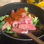 IMG 1299 150x150 - Poêlée de brocolis, poulet, tomates, oignon rouge