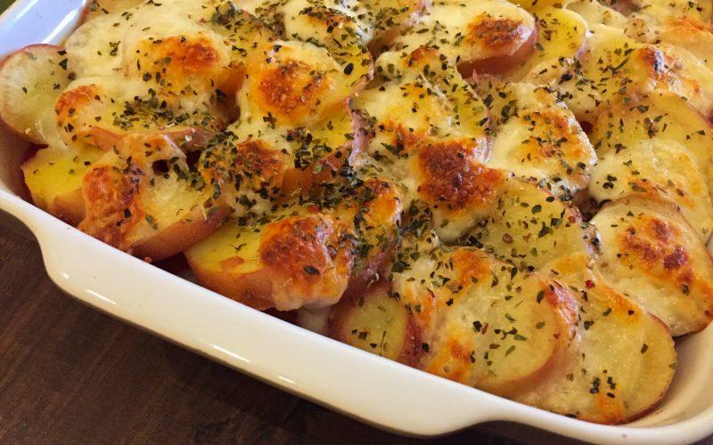 Gratin de pommes de terre et tomates à la provençale