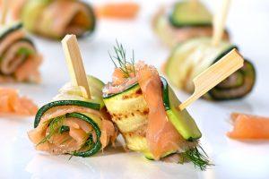 roules courgette saumon 2 300x200 - Roulés apéritifs courgettes, fromage frais, saumon fumé