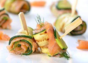 roules courgette saumon 2 300x215 - Roulés apéritifs courgettes, fromage frais, saumon fumé