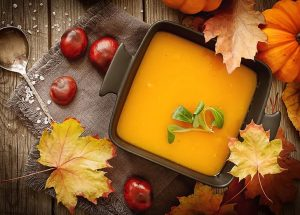 CuJ ROwUIAADlT5 300x215 - Soupe de potiron, marrons, oignons (Recette Companion)