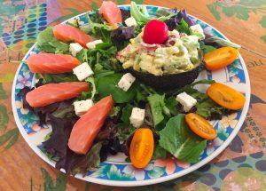IMG 3771 300x215 - Avocat mimosa, salade et saumon fumé