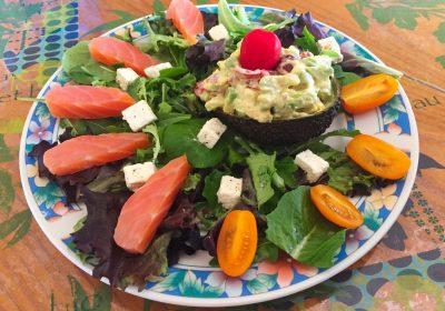 IMG 3771 400x280 - Avocat mimosa, salade et saumon fumé