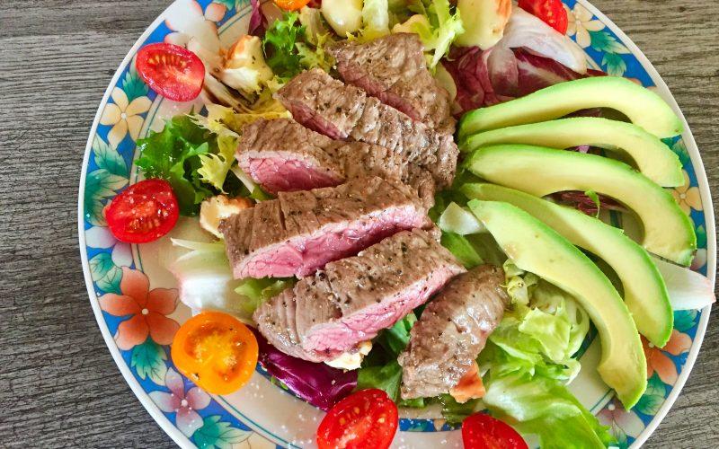 Salade boeuf, époisses, tomates et avocat