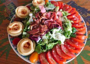 IMG 4099 300x215 - Salade poulet, bacon, tomate et artichaut