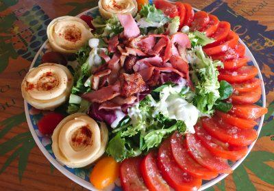 IMG 4099 400x280 - Salade poulet, bacon, tomate et artichaut