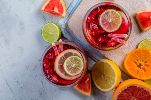 04 Summer Foods and One Favorite Activity that Can Stain Your Teeth shutterstock 591145844 1024x683 620x414 - Sangria