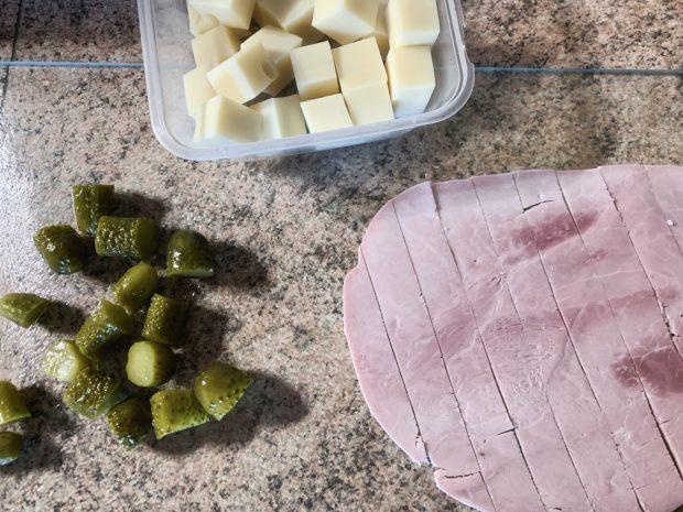 IMG 6601 620x465 - Brochettes emmental, jambon, cornichons