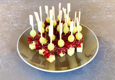 IMG 6605 400x280 - Brochettes raisin, comté, viande des grisons