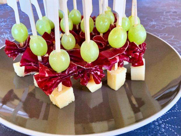 IMG 6606 620x465 - Brochettes raisin, comté, viande des grisons