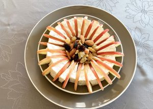 IMG 6630 300x215 - Camembert aux pommes et fruits secs