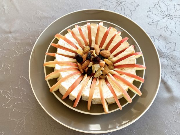 IMG 6630 620x465 - Camembert aux pommes et fruits secs