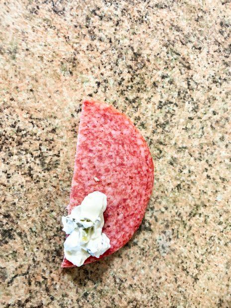 IMG 6637 465x620 - Cônes au salami, fromage et cornichons