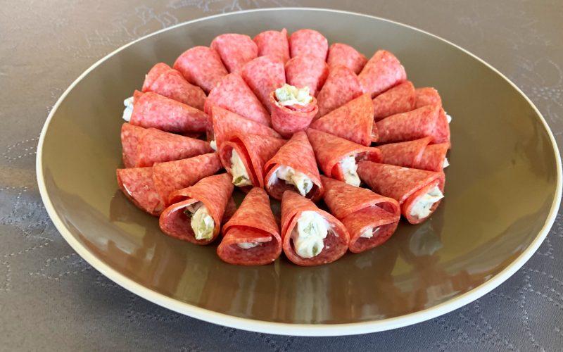 Cônes au salami, fromage et cornichons