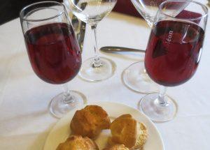 Kir et gougères 300x215 - Kir (apéritif bourguignon) et ses variantes