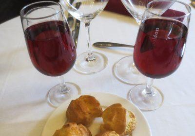 Kir et gougères 400x280 - Kir (apéritif bourguignon) et ses variantes